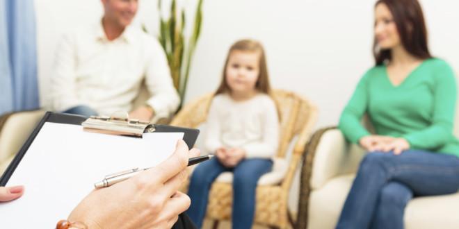 Как сказать ребенку о разводе: советы психолога