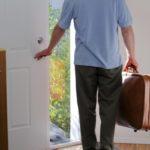 Муж ушел из семьи, как себя вести: советы психолога