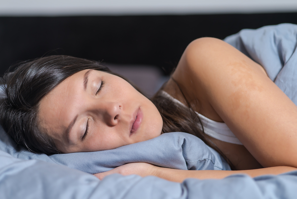 Обеспечьте организму полноценный ночной отдых, передышки в течение дня