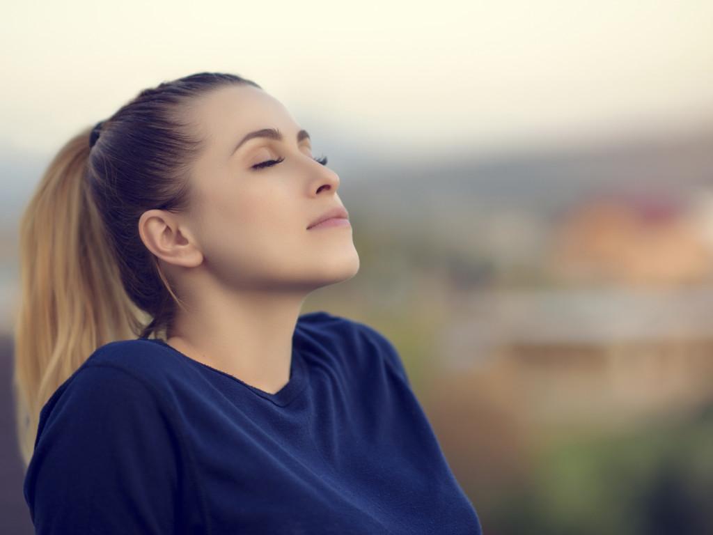 Правильное дыхание диафрагмой поможет успокоиться и расслабиться